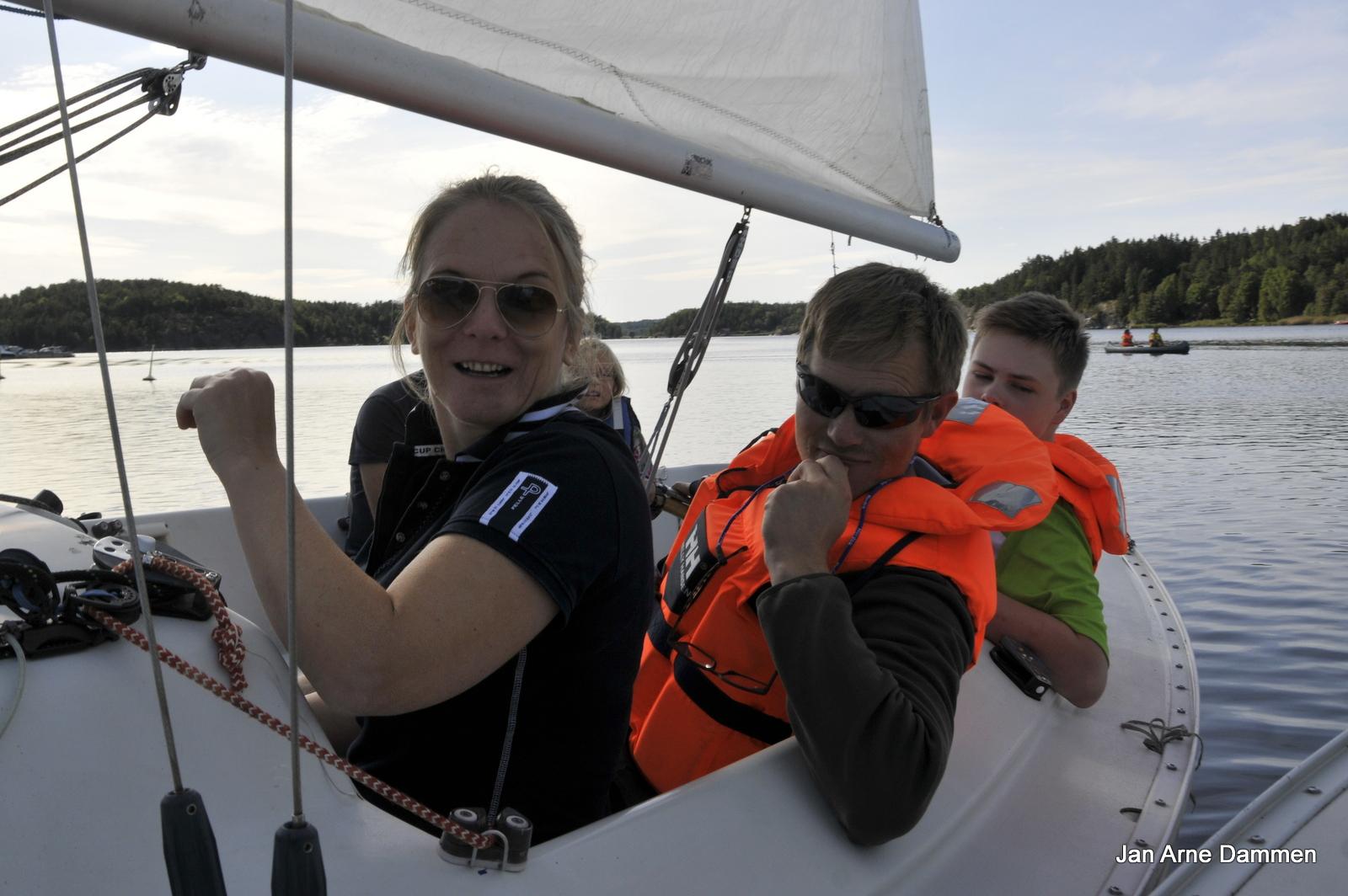 Kom igjen! Seiling passer alle, sier Beathe Haugen fra Ridderdagene på Storedal. Foto Jan Arne Dammen